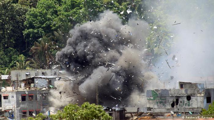 Philippinen Luftangriff auf Islamisten (Reuters/R. Ranoco)