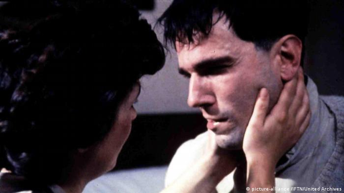 Filmstill - Mein linker Fuß mit Daniel Day-Lewis (picture-alliance /IFTN/United Archives)