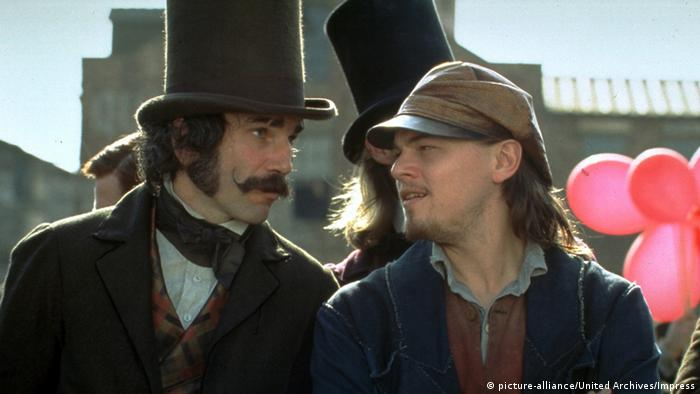 Filmstill - Gangs of New York mit Daniel Day-Lewis und Leonardi DiCaprio, die miteinander sprechen (picture-alliance/United Archives/Impress)