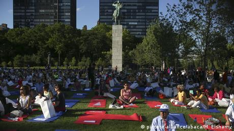 USA New York Yoga Session (picture-alliance/abaca/M. Elshamy)