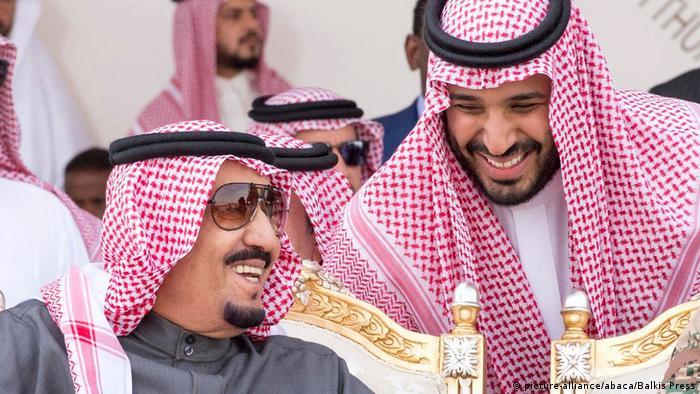 Saudi Arabien - Kronprinz Mohammed bin Salman bei Militärübung (picture-alliance/abaca/Balkis Press)