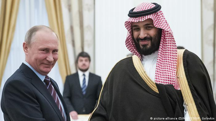Russland - Kronprinz Mohammed bin Salman und Vladimir Putin (picture-alliance /ZUMAPRESS/P. Golovkin)