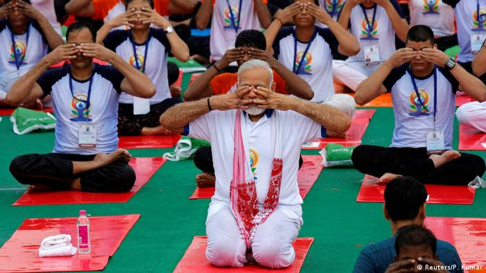ভারতে আন্তর্জাতিক 'ইওগা' বা যোগব্যায়াম দিবসে প্রধানমন্ত্রী নরেন্দ্র মোদী