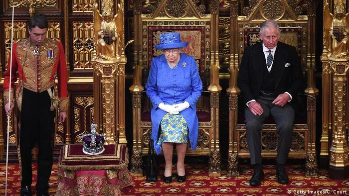 Банкіри британської королеви тікають від податків