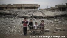 Kinder im Irak (picture-alliance/AP Photo/F. Dana)