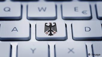 """Almanya'da resmi güvenlik birimlerine, özel bilgisayar ve akıllı telefonları gözetleme imkânı veren uygulama """"Devletin Truva Atı"""" adıyla anılıyor."""