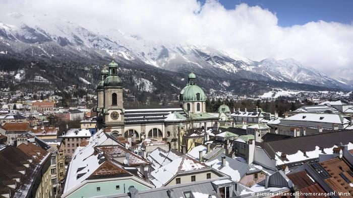 Österreich Blick vom Stadtturm des Alten Rathauses auf Innsbruck