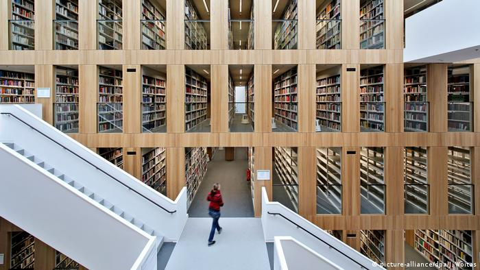 Library at Steintor campus, Uni Halle (Saale) (picture-alliance/dpa/J. Woitas)