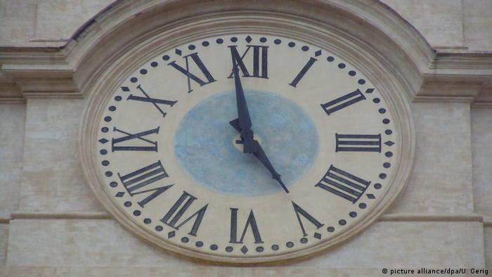 BG Deutsche Wörter, die es in andere Sprachen geschafft haben   Uhr am Palazzo Montecitorio in Rom