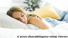 BG Deutsche Wörter, die es in andere Sprachen geschafft haben | Frau schläft auf Bett