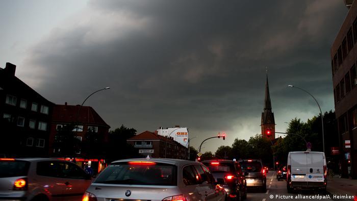 Schwere Unwetter in Hamburg (Picture alliance/dpa/A. Heimken)
