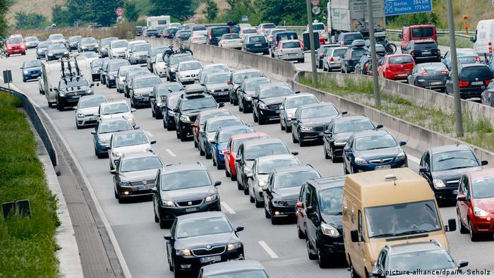 Carretera llena de autos