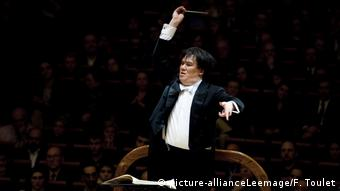 Alan Gilbert conducts a concert at the New York Philharmonic