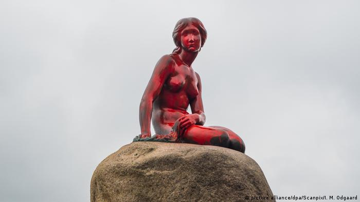 Denmark's Little Mermaid statue defaced with red paint. Photo credit: picture alliance/dpa/Scanpix/I. M. Odgaard.