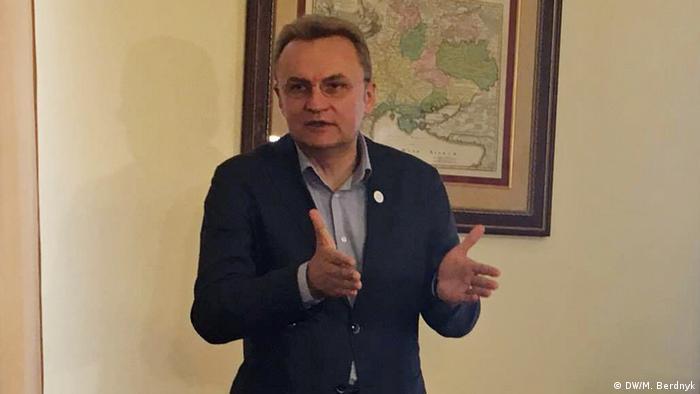 Андрій Садовий каже, що погодився на ультиматум, аби припинити сміттєву блокаду Львова