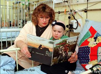 A child cancer patient in hospital with her mother