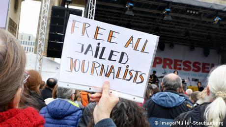 Deutsche Welle: Καμπάνια υπέρ της ελευθεροτυπίας στην Τουρκία