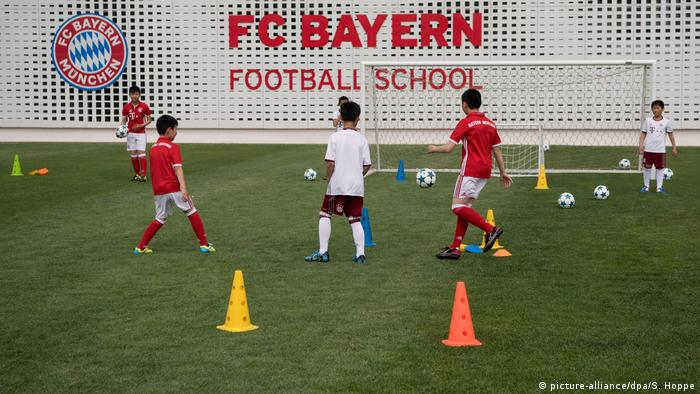 China Kinder spielen Fußball (picture-alliance/dpa/S. Hoppe)
