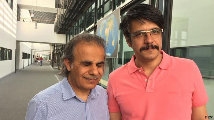 Bonn Satiriker Mahmood Farjami und Eskandar Abadi (L) (DW)