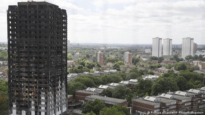 Blackened remains of the Grenfell Tower in London (Picture alliance/AP Photo/F. Augstein)