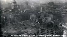 England London Luftangriff Bombenkrater 1941