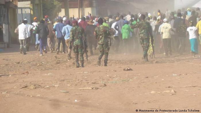 Foto de arquivo (2017): Forças de segurança reprimem protesto do Protetorado Lunda Tchokwe.