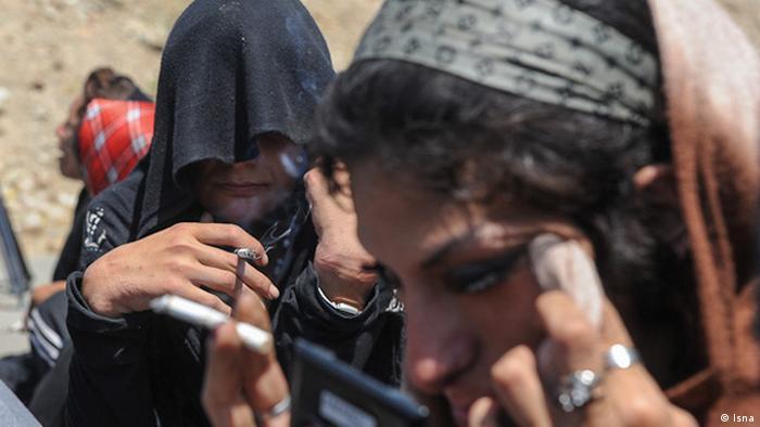 طبق آمار ستاد مبارزه با مواد مخدر، ده درصد معتادان ایران را زنان تشکیل میدهند