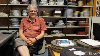 Stefan Drößler, Direktor des Münchner Filmmuseums, im Filmarchiv (DW/J. Kürten)