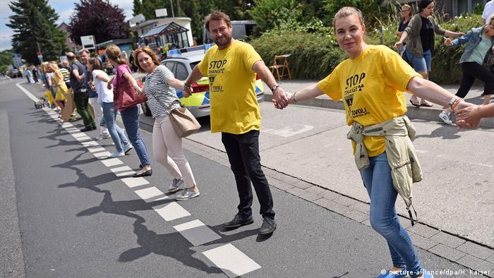 Deutschland Protest Kettenreaktion gegen belgische Atommeiler in Aachen (picture-alliance/dpa/H. Kaiser)