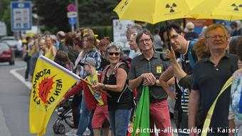 Protests in Aachen against Belgian reactors (picture-alliance/dpa/H. Kaiser)