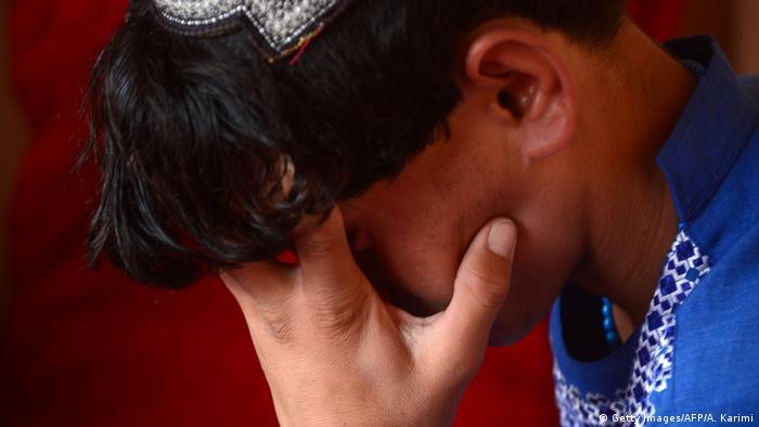 Afghanistan - Afghanischer Junge der als Sex-Sklave Missbraucht wurde (Getty Images/AFP/A. Karimi)