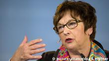 Bundeswirtschaftsministerin Brigitte Zypries (SPD) spricht am 22.04.2017 auf dem außerordentlichen Parteitag der SPD in Kassel (Hessen). Die hessische SPD stellt in Kassel ihre Kandidaten für die Bundestagswahl im Herbst auf. Foto: Swen Pförtner/dpa +++(c) dpa - Bildfunk+++   Verwendung weltweit