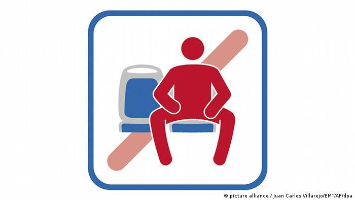 Запрет на сидение в автобусах с широко расставленными ногами