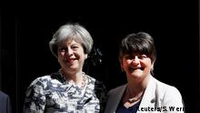 26.06.2017*****Britain's Prime Minister, Theresa May, poses for a photograph with Democratic Unionist Party (DUP) Leader Arlene Foster, in front of 10 Downing Street, in central London, Britain June 26, 2017. REUTERS/Stefan Wermuth