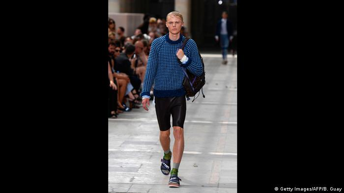 Men's Fashion Week - A model with Louis Vuitton outfit, shorts and sandals (Getty Images/AFP/B. Guay)
