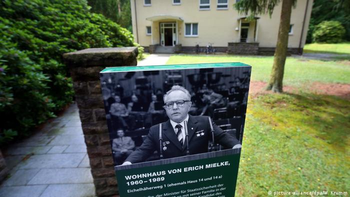 В тази къща почти 30 години е живял министърът на държавната сигурност Ерих Милке. Веднага след обединението на Германия историци предлагат селището да бъде превърнато в паметник на тоталитарното минало на ГДР. Идеята им се осъществява чак през лятото на 2017 година. Дотогава на преден план били опасенията, че селището ще се превърне в място, привличащо единствено носталгиците по комунизма.