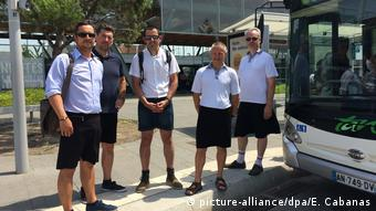 Bus drivers in Nantes wearing skirts (picture-alliance/dpa/E. Cabanas)