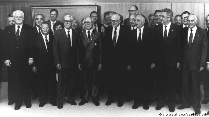 DDR Politbüro gratuliert Honecker zum 75.Geburtstag