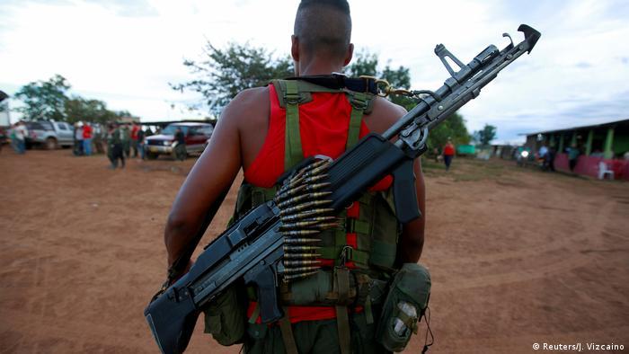 Un combatiente de las FARC en Colombia.