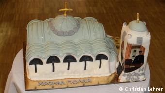 Η τούρτα των γενεθλίων του, ζαχαρωτή απεικόνιση του Ναού των Αγίων Πάντων