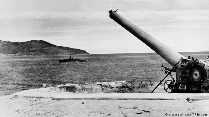 Israelische Marine und ägyptische Artillerie 1957 (picture-alliance/AP Images)