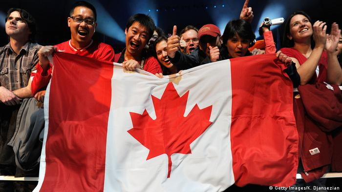 Canadian flag (Getty Images/K. Djansezian)