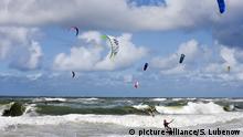 Sylt/Amrum/Föhr: Sylt, Westerland, Kite-Surfer