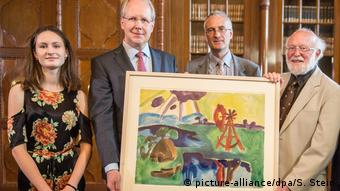 From left to right: Isabelle Reynolds, Hannover mayor Stefan Schostok, James Reynolds and Vernon Reynolds, heirs of Max Rüdenberg - Return of the painting The Windmill by Karl Schmidt-Rottluff