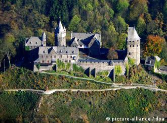 Burg Altena in Nordrhein-Westfalen, die älteste Jugendherberge der Welt (dpa)
