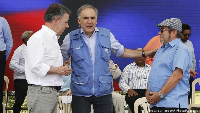 Juan Manuel Santos, Jean Arnault, Rodrigo Londono FARC Event (picture alliance/AP Photo/F.Vergara)