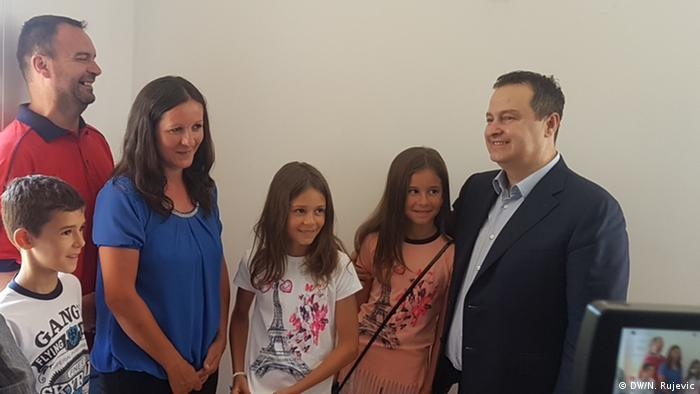 Serbian Foreign Minister Ivica Dacic meeting with the Gnjatovic family (DW/N. Rujevic)