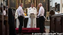 Deutschland Erste gleichgeschlechtliche Trauung der Berliner Landeskirche