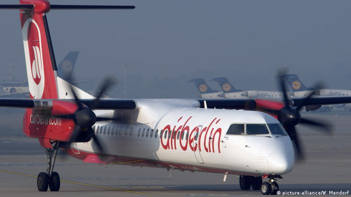 Bombardier DHC-8-400 of Air Berlin (picture-alliance/W. Mendorf)