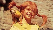 Auf Pippi Langstrumpfs Schulter sitzt ein Affe